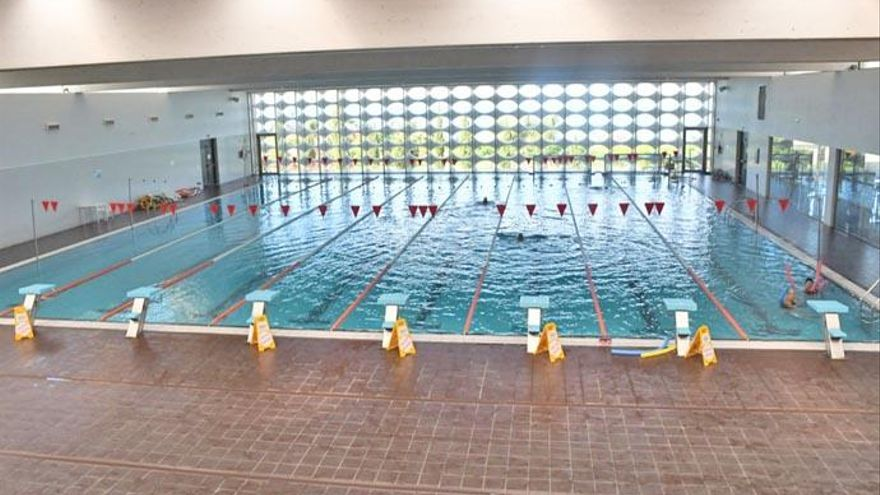 Los 17 trabajadores de la piscina de Santa Úrsula alertan de su posible cierre