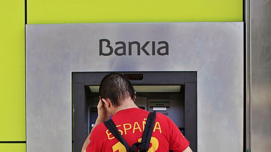CaixaBank y Bankia prevén cerrar un tercio de sus oficinas en Baleares