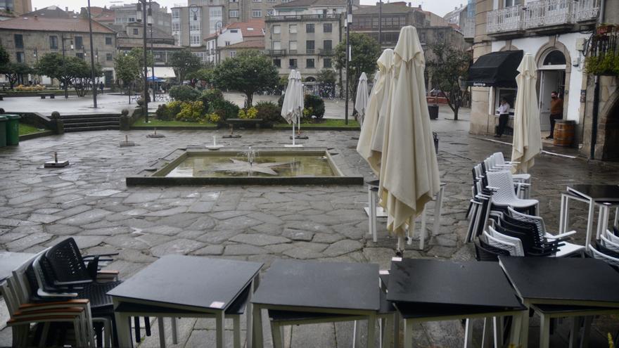 El mes que dio la vuelta a la pandemia: alarma en Pontevedra y alivio en Ourense