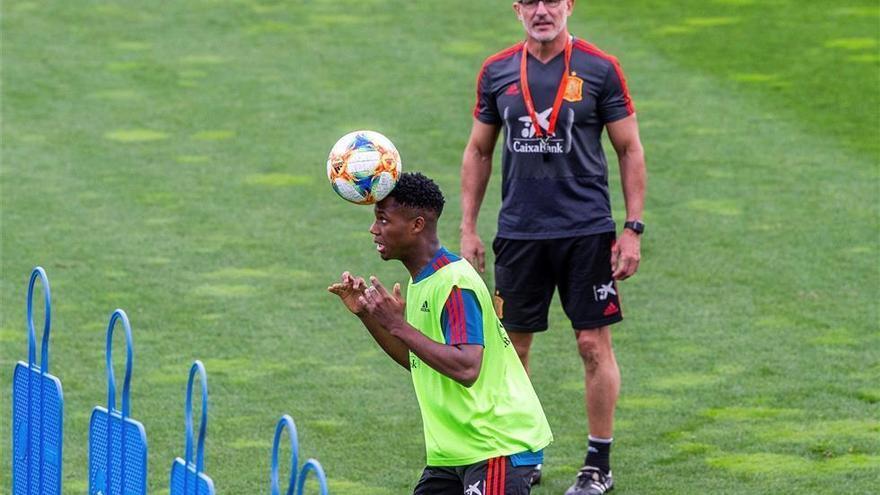 Ansu Fati completa su primer entrenamiento con la sub 21