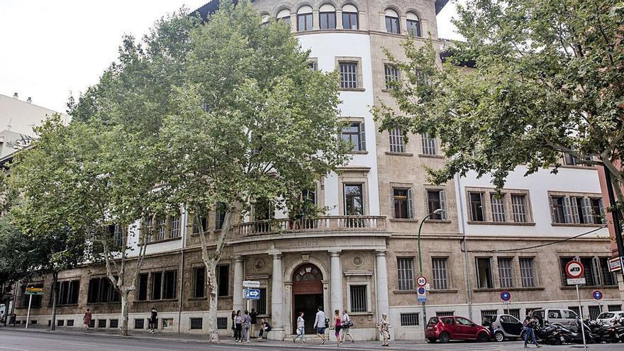 Piden cinco años de cárcel para una mujer de Mallorca por difundir que su exnovio tiene sida