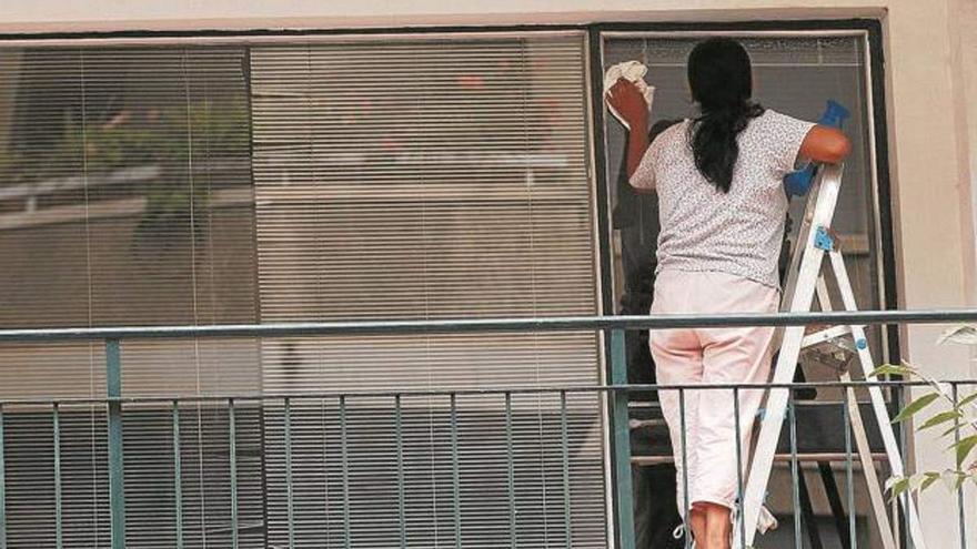 Girona engega un projecte per millorar les condicions de les cuidadores i treballadores de la llar