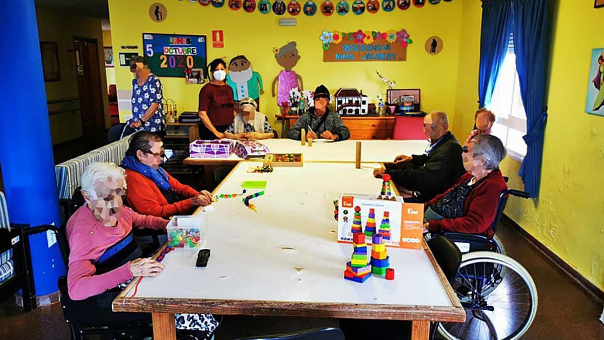 Residentes del Centro Nina Jaubert realizando actividades. | | E.D.