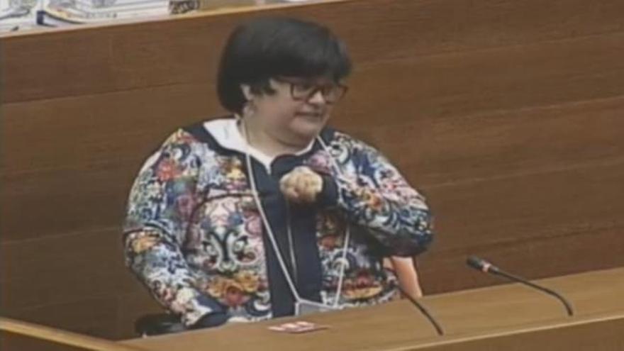 La diputada Laura Soler interviene por primera vez en silla de ruedas en la tribuna