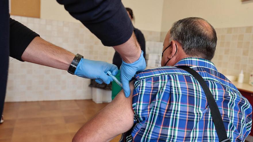 Los residentes en Gran Canaria y Tenerife de más de 55 años ya pueden pedir cita para vacunarse