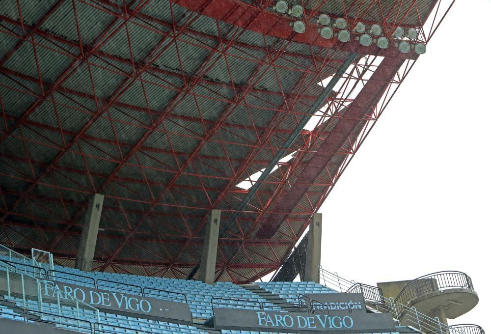 Los daños causados en la cubierta de la grada de Río y la imposibilidad de repararlos a tiempo impiden garantizar la seguridad de los espectadores según Abel Caballero.
