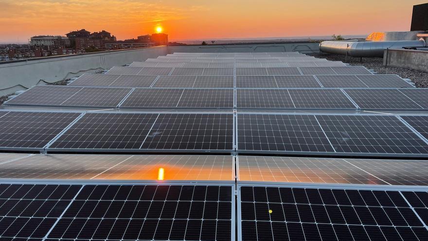"""""""Trabajamos para que el usuario de energía solar fotovoltaica gane dinero con su factura de la luz"""""""