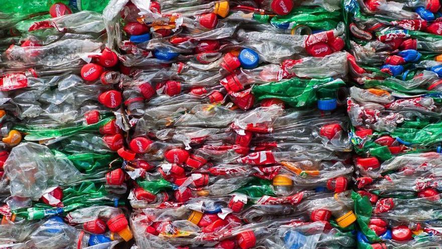 Coca-Cola es compromet a recollir i reciclar l'equivalent al 100% dels envasos que comercialitzi el 2030