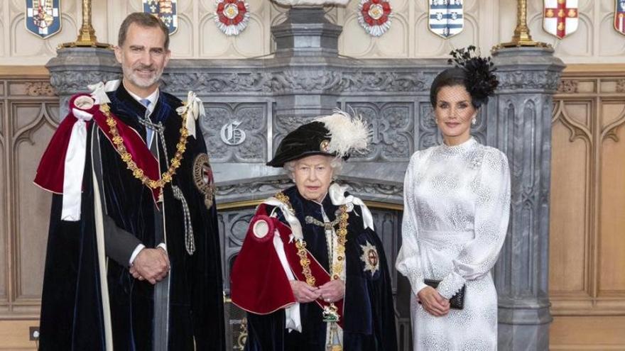 El Rei, investit cavaller de l'Ordre de la Garrotera