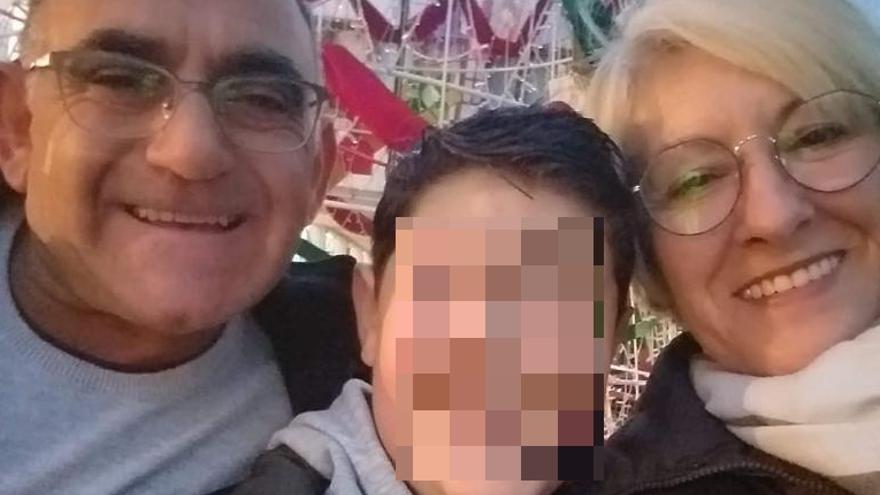 """La madre del niño de Petrer fallecido tras acudir cinco veces a urgencias: """"Con una mínima atención sanitaria mi hijo estaría aquí conmigo"""""""