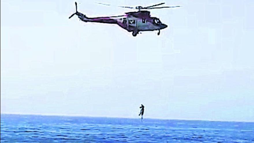 Rescatan a tres personas y buscan a una cuarta en una playa de Agaete