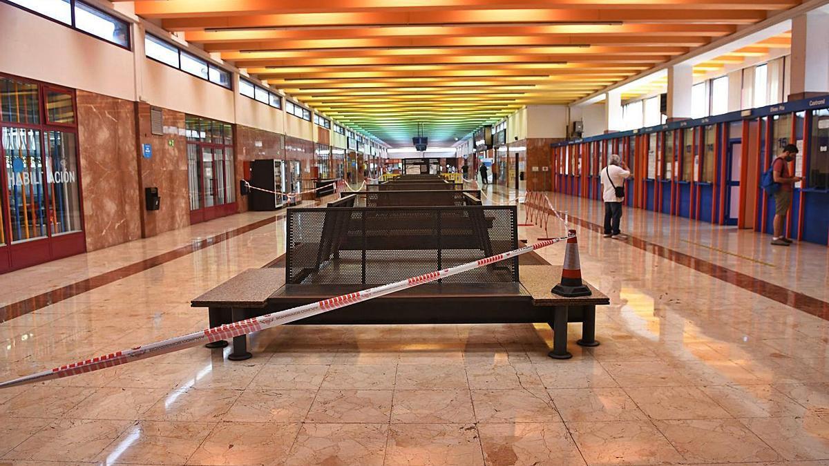 Interior de la estación de autobuses de A Coruña.     // FARO