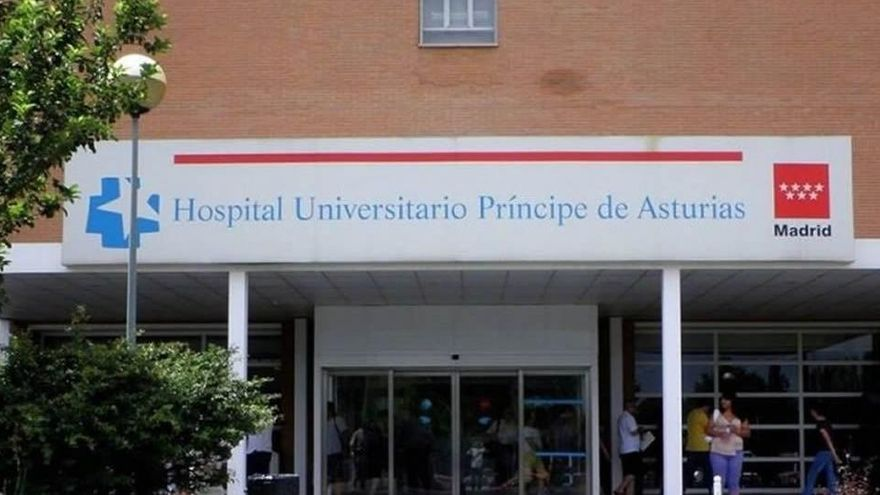 La gerente del hospital de Alcalá de Henares pide quitar el móvil a los pacientes para que no rechacen ir al Zendal