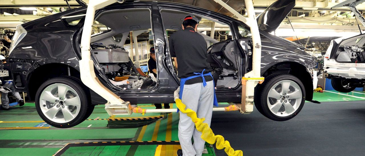 Cadena de montaje en una planta de fabricación de vehículos en Japón