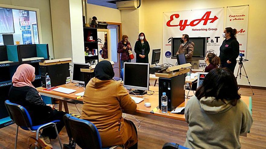 Paterna reinicia el aula de refuerzo y Benetússer combate la brecha digital