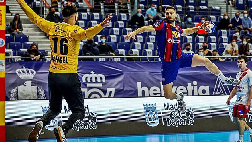 El Barça del asturiano Raúl Entrerríos avanza en la Copa en el regreso del público a la competición