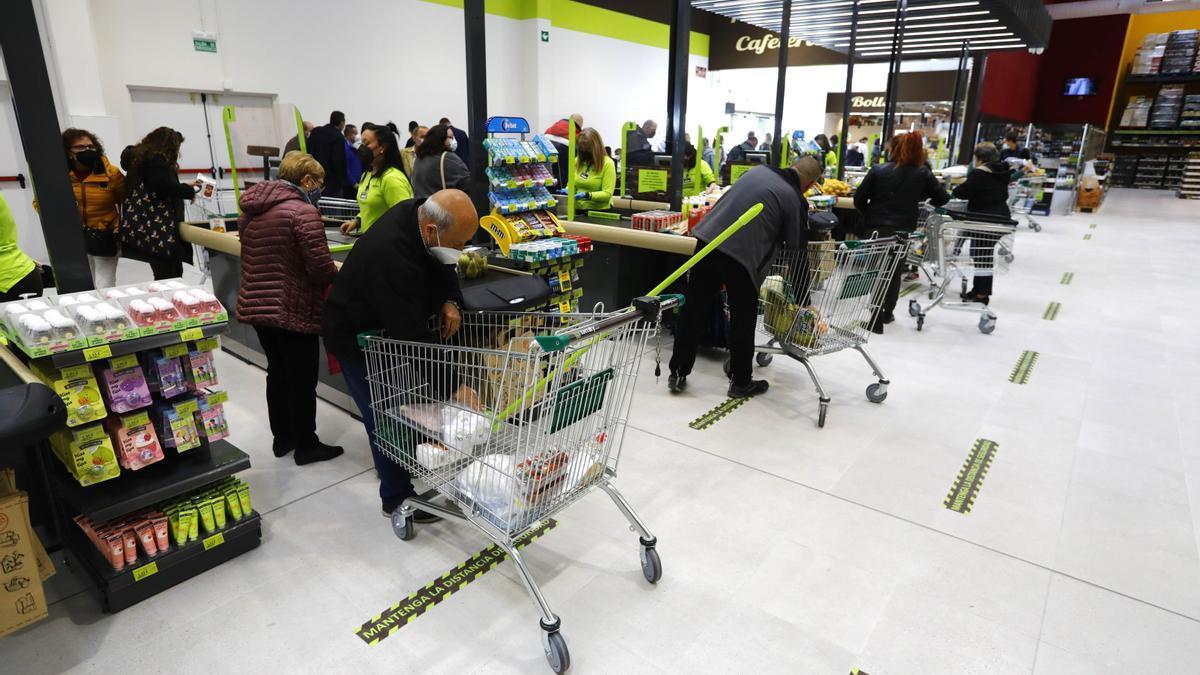 El nuevo supermercado Family Cash abierto el pasado mes en el centro Plaza Imperial de Zaragoza.