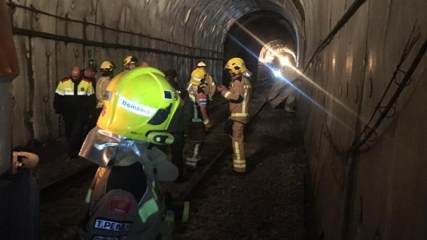 Tècnics de Renfe treballen per encarrilar el tren a Toses i poder-lo retirar aquest dimecres