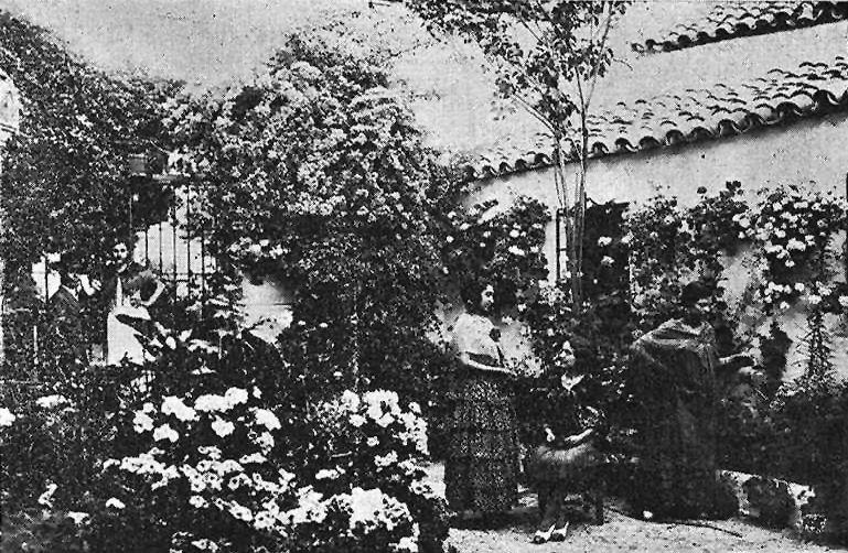 Patio cordobés desconocido fotografiado en 1935.jpg