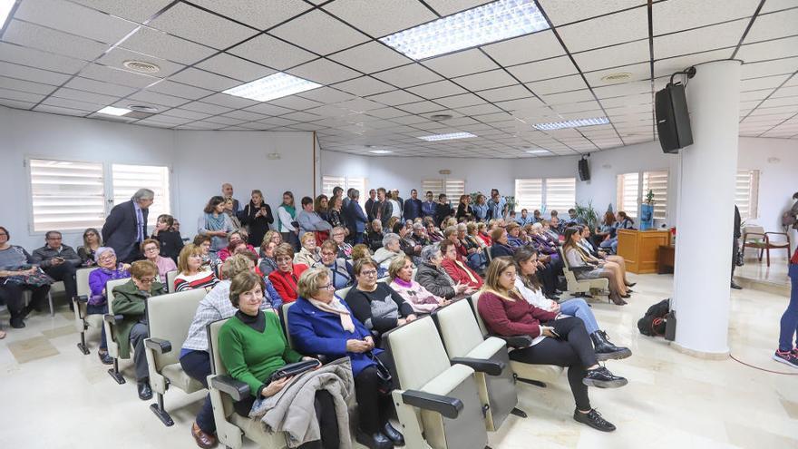 Día de la Constitución: Torrevieja reúne a todos los centros escolares y a mujeres de Manos Unidas en su 60 aniversario