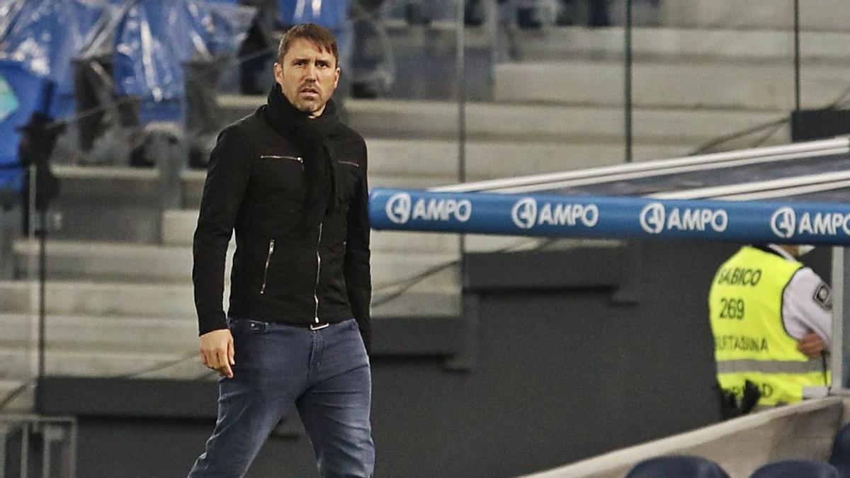 Eduardo Coudet, en el banquillo del Reale Arena durante el partido del pasado jueves. // JAVIER COLMENERO
