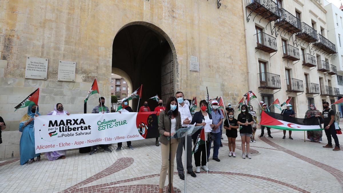 La concejala de Cooperación, Mariola Galiana leyó un manifiesto a favor de los derechos humanos