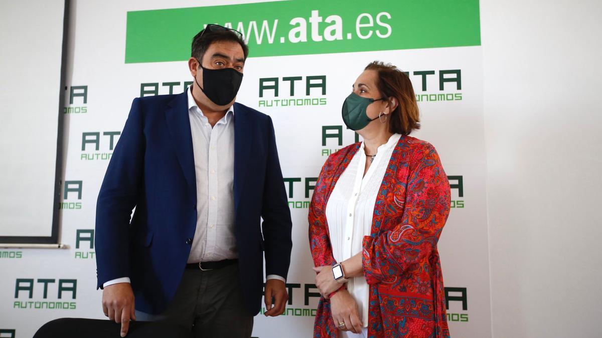 Rafael Amor y Blanca Torrent, en la sede de ATA.