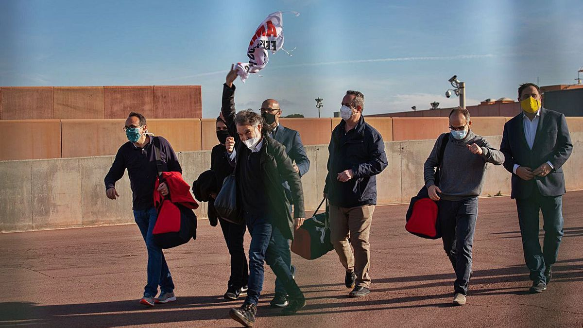 Els líders independentistes en una de les seves sortides de la presó.   EUROPA PRESS