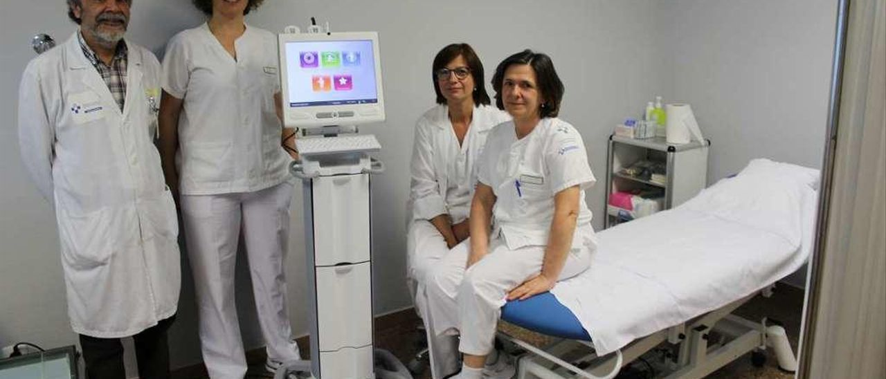 Ángel López, Nuria López, Elena Lisalde y María Ramos, en la nueva consulta de Jarrio.