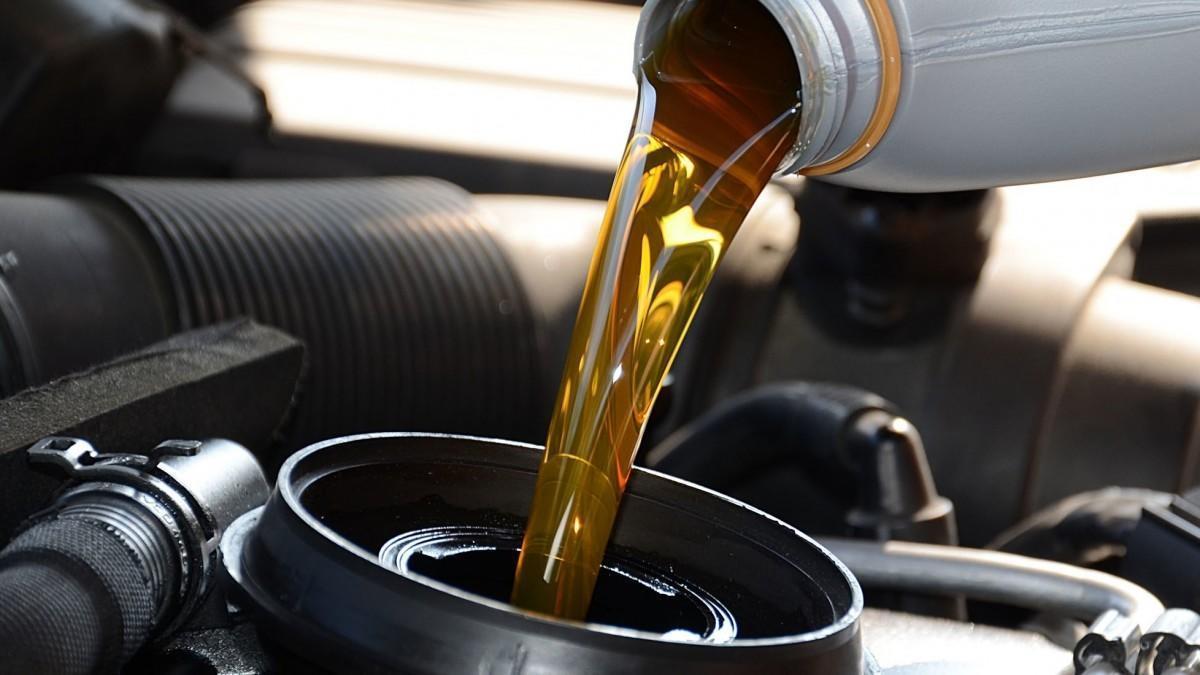 ¿Cuándo caduca el aceite del coche?