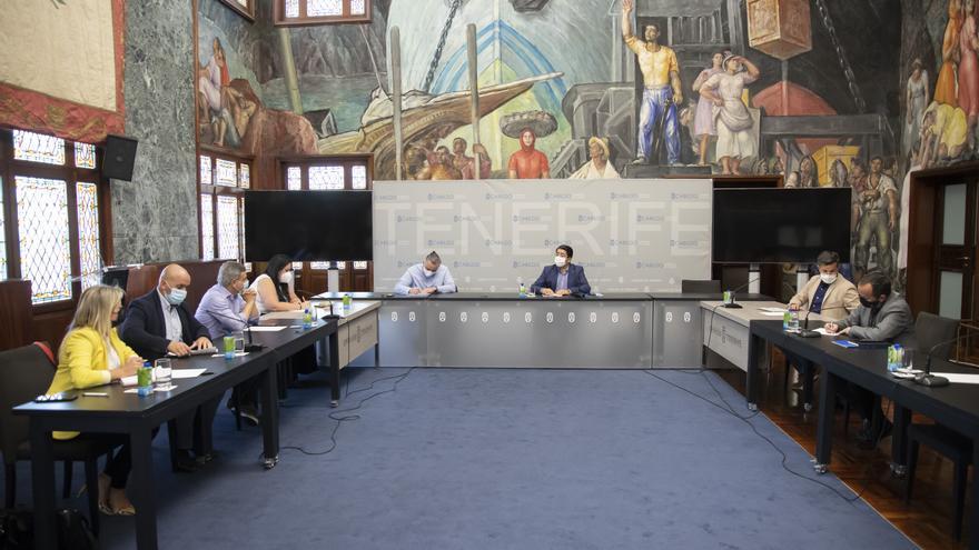 Pedro Martín traslada a los alcaldes de la Isla Baja la propuesta de Endesa para acabar con los apagones