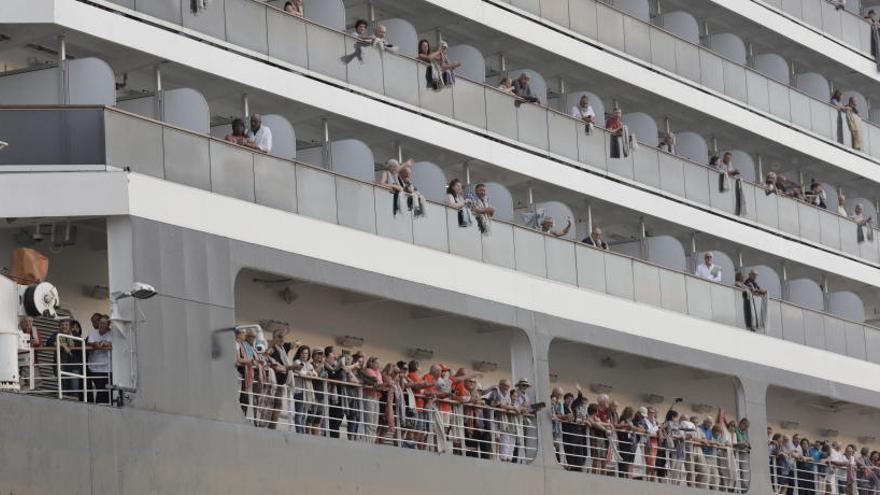 Cinco españoles que viajaban en el crucero de Camboya, sometidos a controles