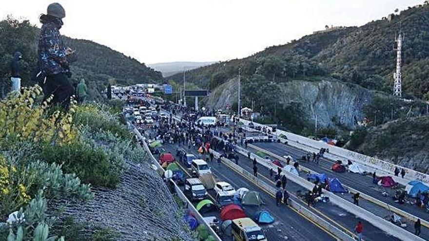 La Guàrdia Civil cita almenys set bagencs pel tall a la Jonquera