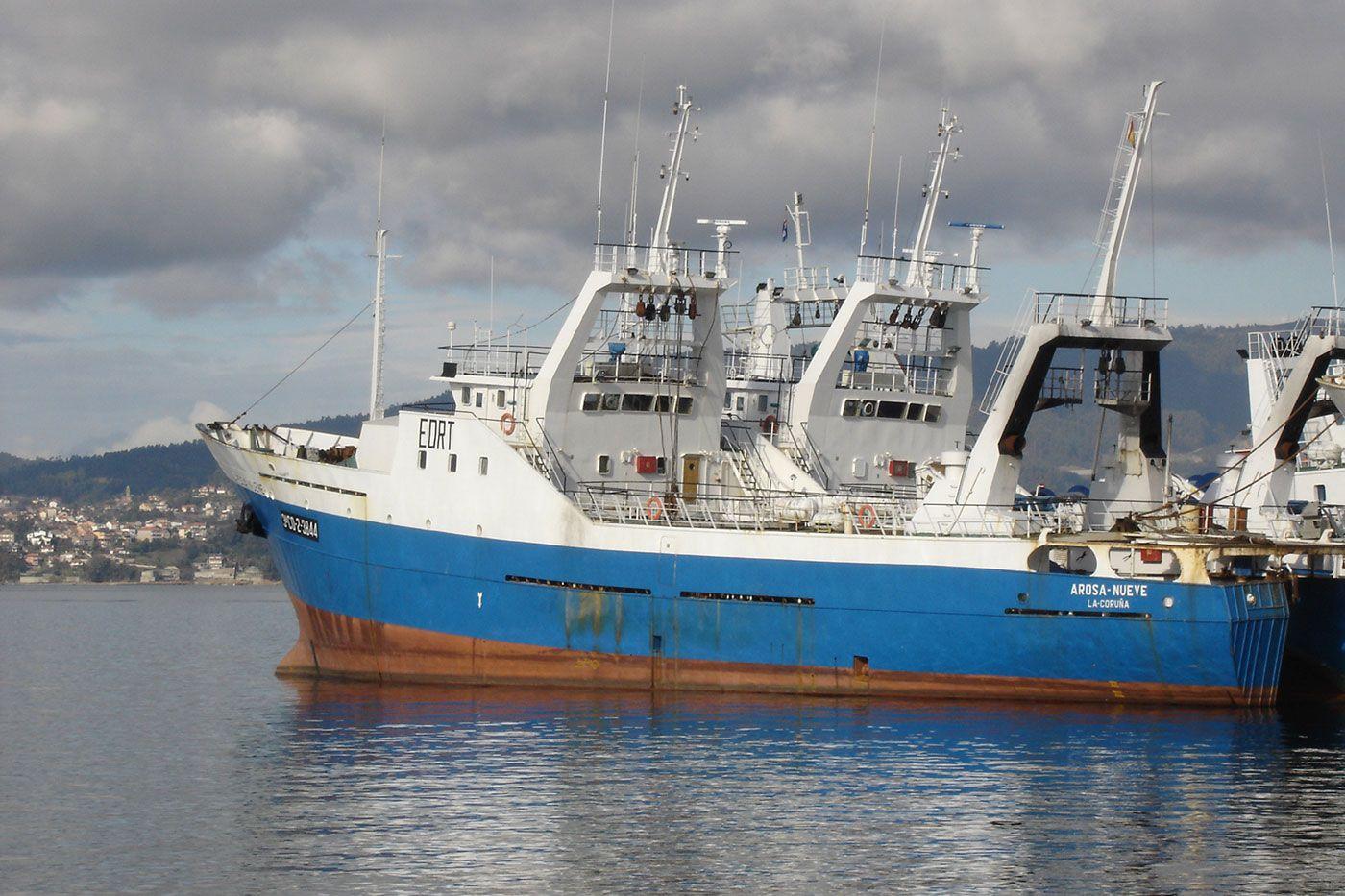 """El """"Arosa Nueve"""", en el puerto"""
