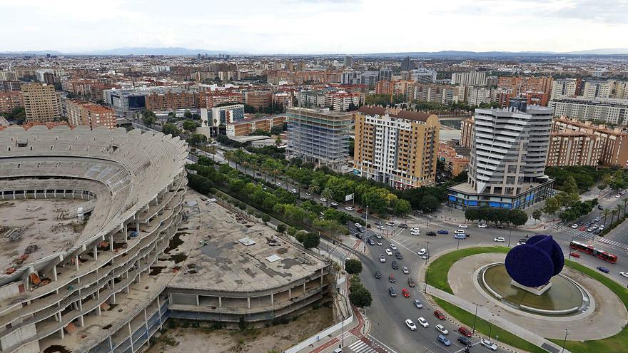 El ayuntamiento se alía con las plataformas que optan a tomar el control del Valencia CF