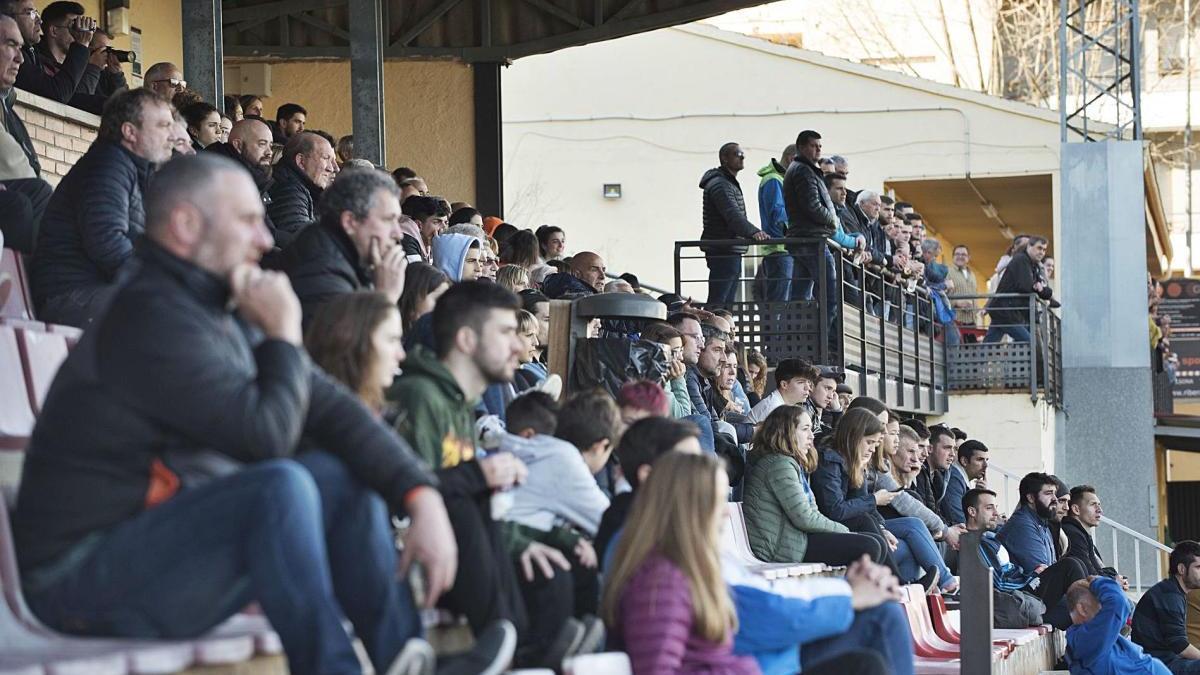 Públic en el partit que el Solsona va jugar el 16 de febrer de l'any passat contra l'Artesa de Segre, abans de la pandèmia
