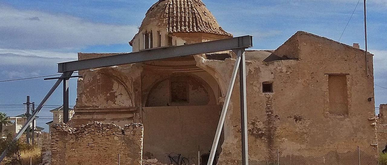 El Convent dels Mercedaris apuntalado después de sufrir un derrumbe en 2019. | J.A.RICO