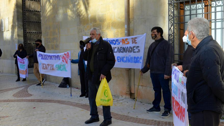 Vecinos de Puertas Coloradas se concentran reclamando más atención por parte del Ayuntamiento de Elche