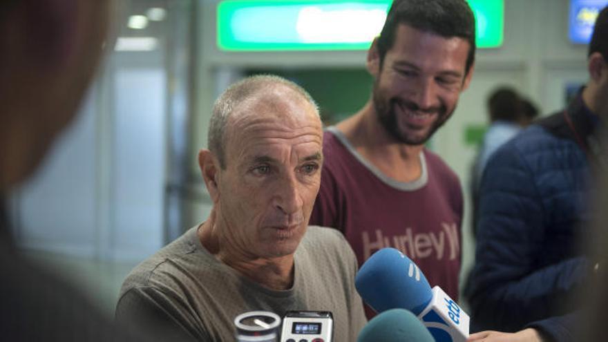 El surfista español enfermo en Bali regresa a España