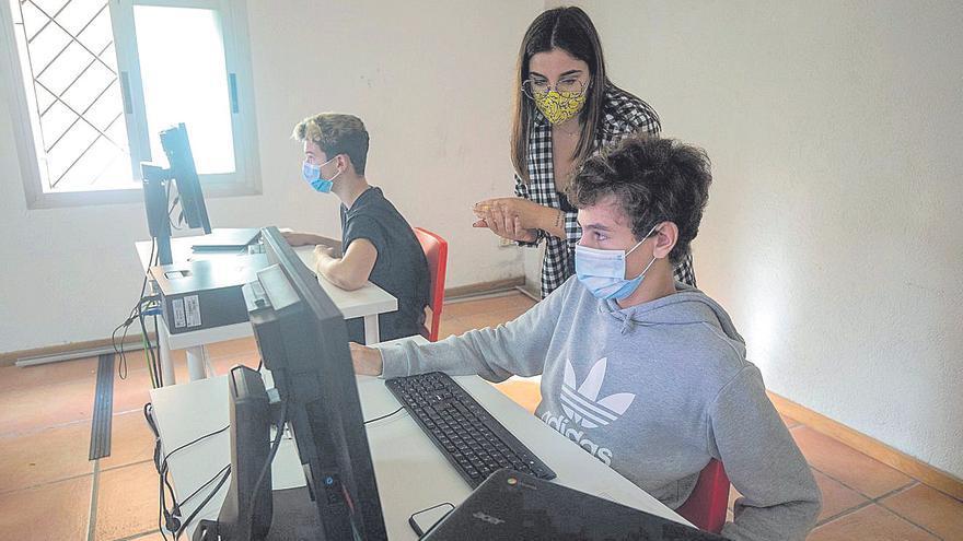 Seguir las clases 'online'  desde un centro de formación