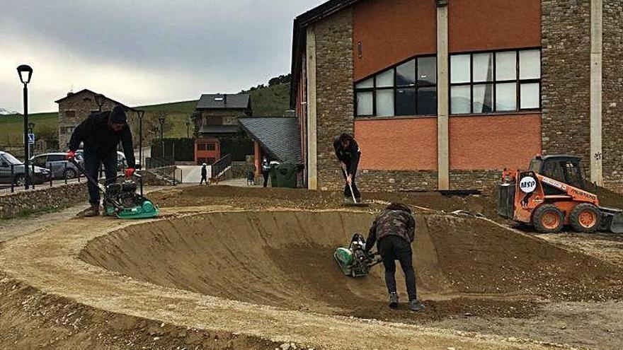 Bellver construeix un circuit fix de revolts i peralts per a bicis i patinets