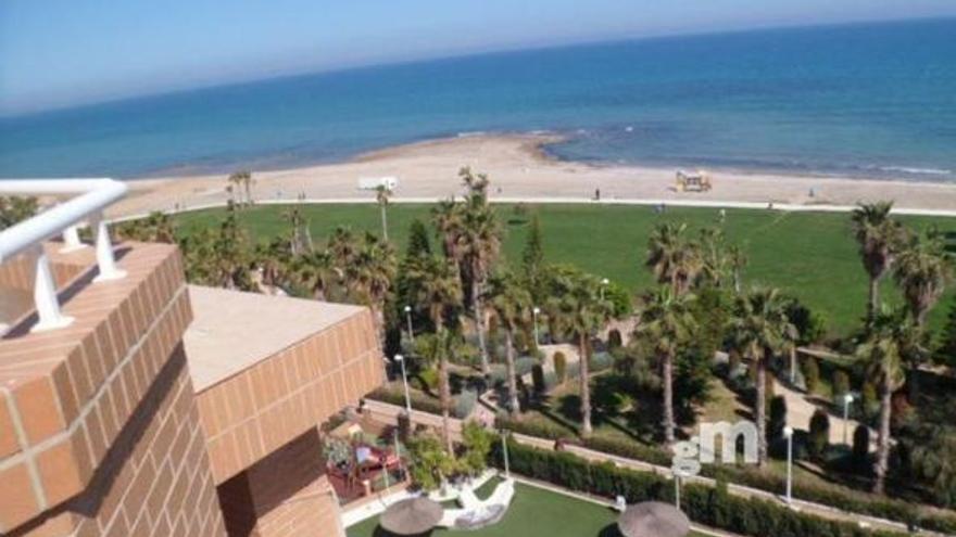 Disfruta del mar desde la terraza de tu casa con estos pisos en venta en Oropesa