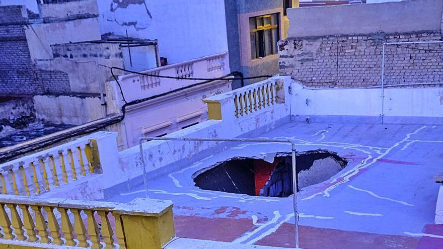 El derrumbe del techo de una casa de La Isleta provoca el desalojo de cinco personas