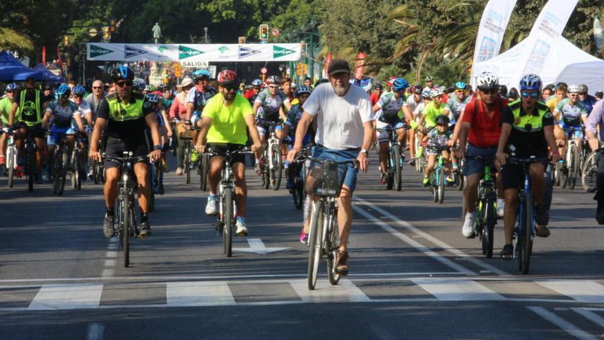 Procesiones y bicicletas alteran el tráfico de Málaga este fin de semana