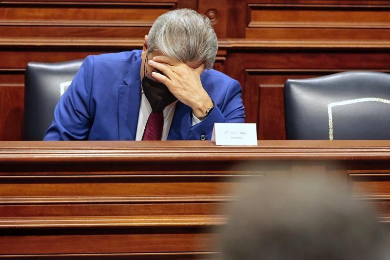 Pleno en el Parlamento de Canarias