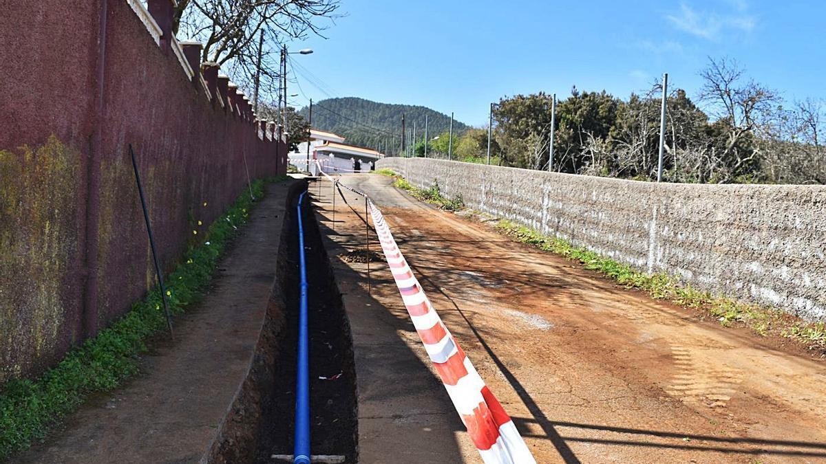Obra de renovación de la red de agua en El Rosario.