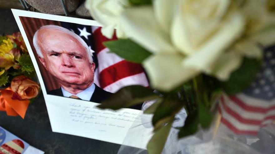 Trump rechaza acudir al funeral de McCain
