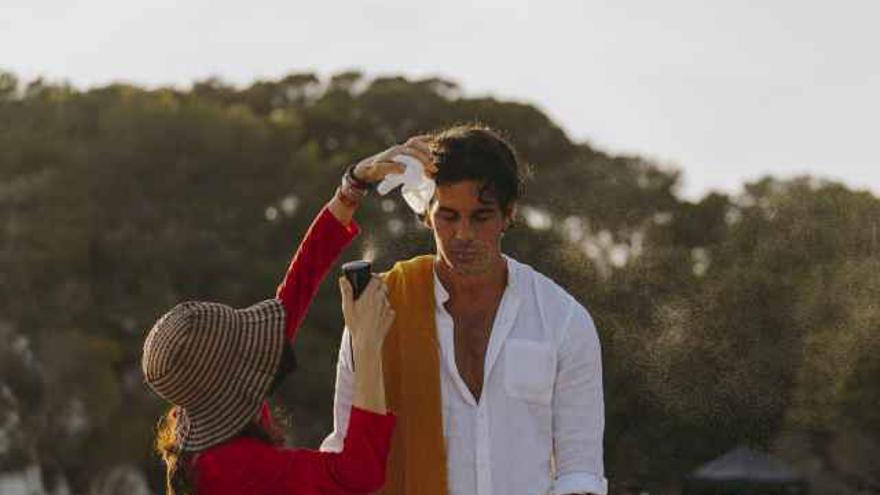Mario Casas rueda en Menorca el anuncio 'Mediterráneamente' de Estrella Damm