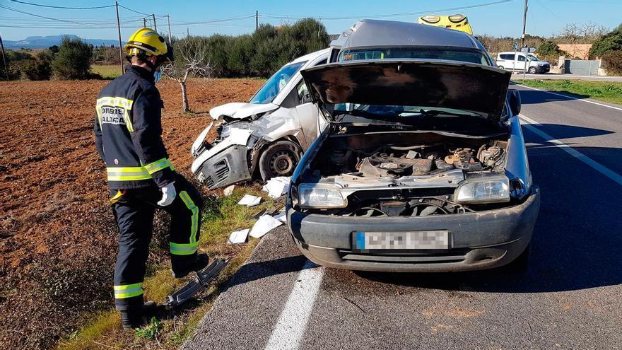 Dos heridos en una colisión entre dos furgonetas en Felanitx