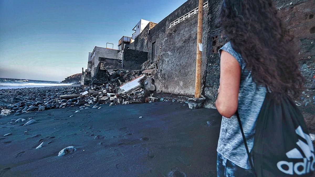 Parte trasera de una vivienda afectada por el mar en la calle La Arena. | | MARÍA PISACA
